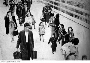 Lilly's family, during the forced evacuation from home on Bainbridge Island to a waiting ferry.